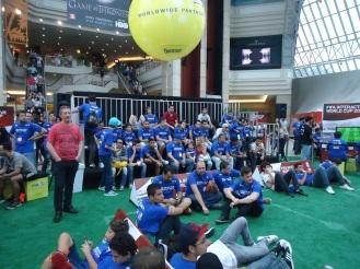 Participantes do jogo Fifa 13 assistindo aos desafios - Esportancia
